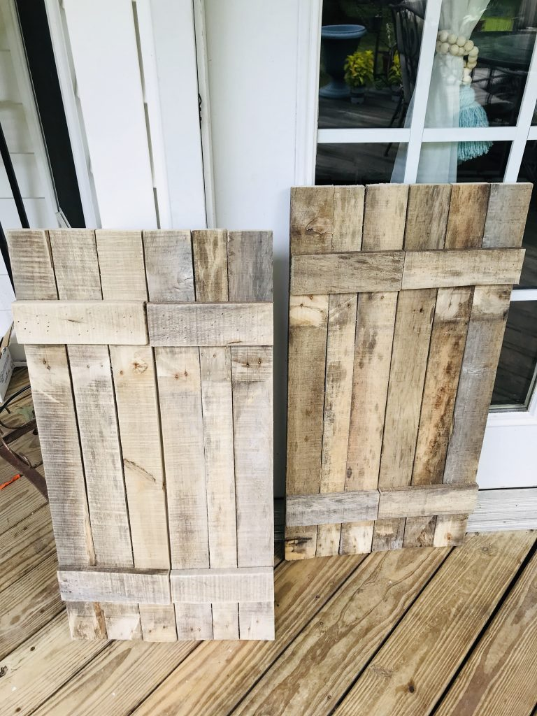 pallet wood shutters DIY | kitchen shutters made with pallet wood | farmhouse shutters | farmhouse kitchen decor