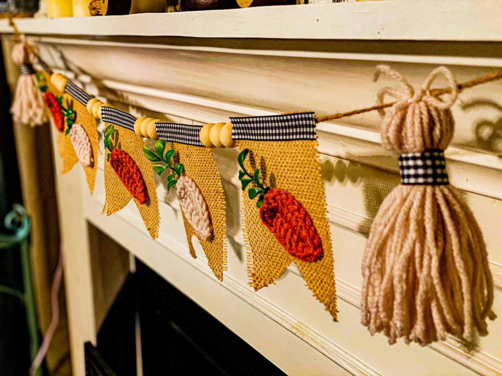 burlap and carrot garland | Easter mantel decor | crochet carrots | burlap garland | Easter decor | #manteldecor #mantelgarland #Easterdecor
