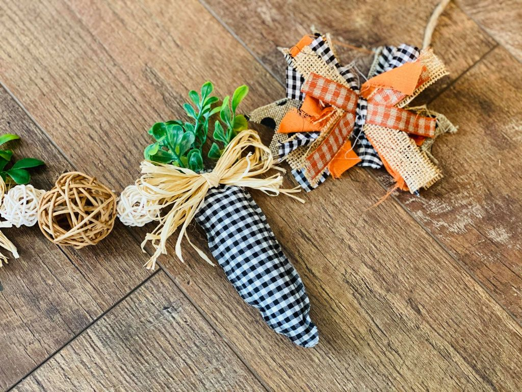 farmhouse spring carrot garland | carrot decorations | farmhouse Easter decor | ideas for a spring mantel | Easter mantel ideas | spring mantel decor ideas | #eastermantel #carrotgarland