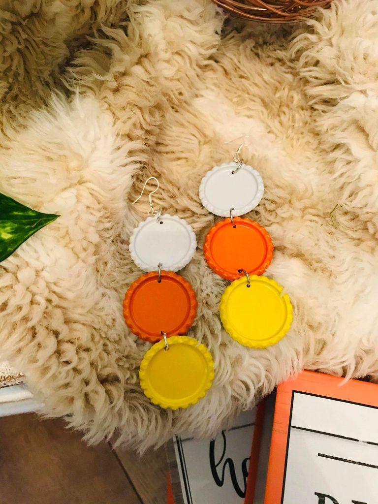 candy corn bottle cap earrings #candycornearrings #candycornjewelry #candycorndiy