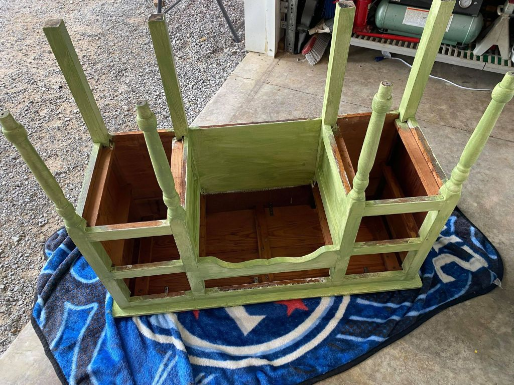painting a vanity table green