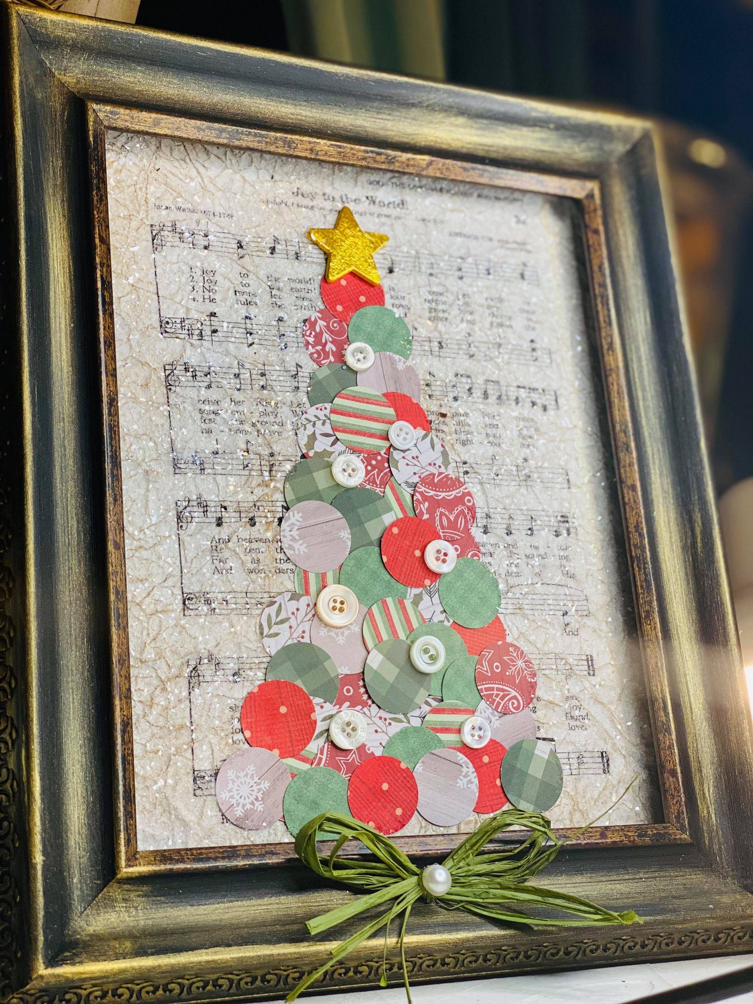 Read more about the article How to Create an Adorable Christmas Tree with Dots!