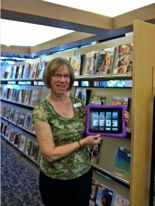 Edmonds Librarian Lesly Kaplan displays library ipads. (Photo by Janette Turner)