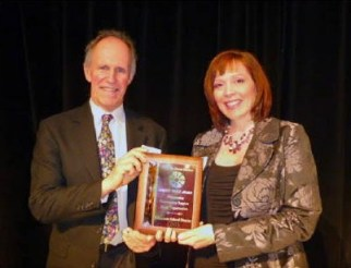 Board Directors Kory DeMun and Diana White accept the 2014 Dorrit Pealy Award on behalf of the Edmonds School District.
