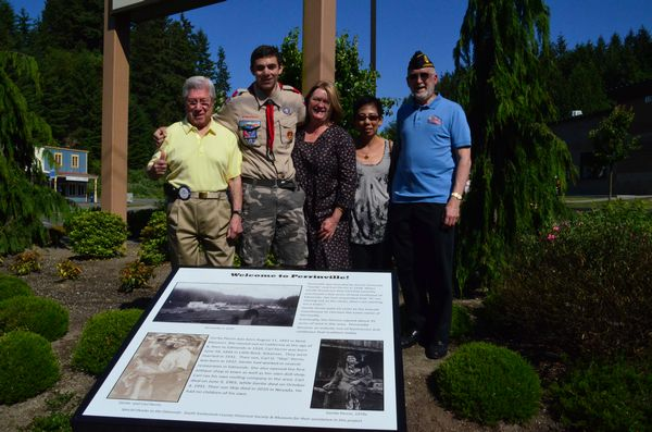 Laush is joined by Dr. Lalo Espinosa of the Lynnwood Rotary, Lynnwood Mayor Nicola Smith, Rotarian Inae Piercy, and Brian Sequin of American Legion Post 37 at the Saturday afternoon unveiling.