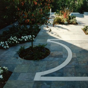 "Rajah Ashlar pattern ""Multi-color"" slate with Claire limestone slab outdoor courtyard."