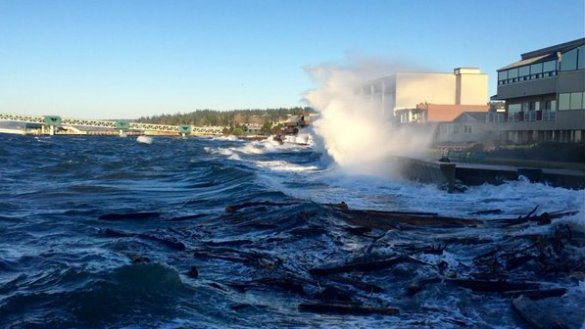 King Tides on the Edmonds waterfront in November 2015. (Photo by Alan Hardwick)