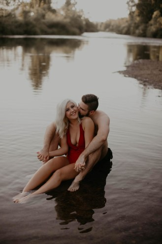 summer-on-the-lake-engagement-photos-21