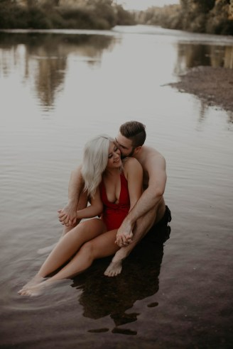 summer-on-the-lake-engagement-photos-22
