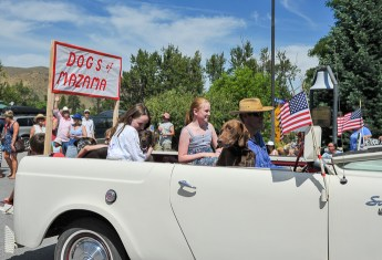 The dogs from Mazama got their own float.