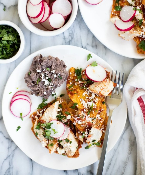 plate with chicken chilaquiles with chips