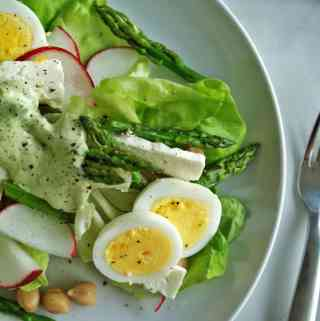 Asparagus & Chickpea Salad | anutritionisteats.com