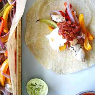 Sheet Pan Chicken Fajitas | healthy chicken fajitas, ready in 30 minutes