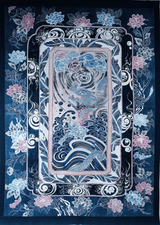 Dessus de lit (futon). Motif Dragon et nuages, Bashou (bananier japonais), trésors et bijoux bouddhiques, pivoines, Japon, toile de coton, tsutsugaki, 222,9 x 160,2 cm