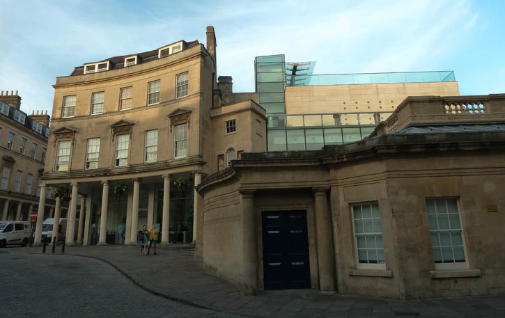 21st Century - Thermae Bath Spa Entrance and the contemporary extension housing the pools and other facilities.