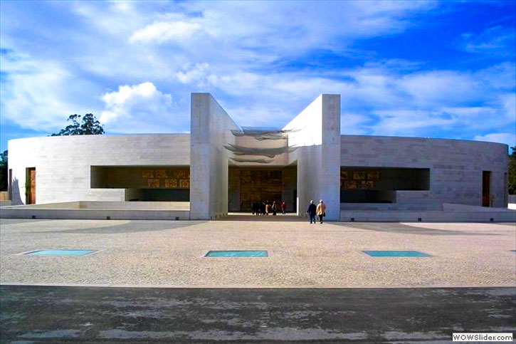 The new Basilica of the Fatima Shrine. (picture courtesy of Turismo De Portugal Centro)