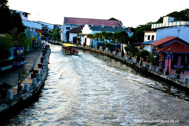 Cruising on a pleasure craft is the best way to enjoy the riverscape of Malacca