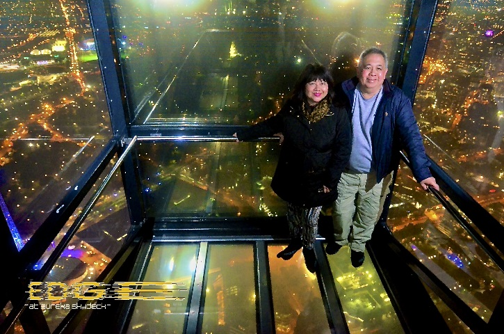 Inside the thrilling Edge glass cube in Eureka Tower. Photo courtesy of Eureka Skydeck 88