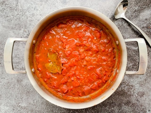 Instant Pot Tomato Sauce | Instant Pot Fresh Tomato Sauce | Pressure Cooker Tomato Sauce | Instant Pot Tomato Sauce with canned tomatoes | Instant pot tomato sauce with meat