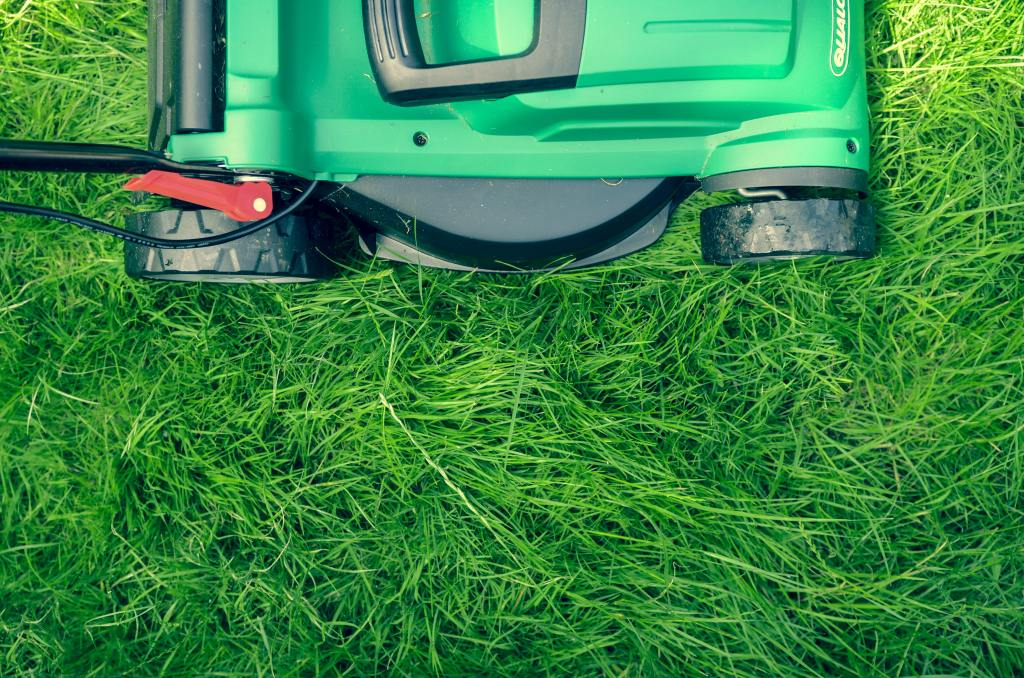 Easy Ways To Make Extra Money Every Month By Mowing Lawns - My Financial Hill