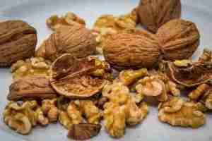 अखरोट खाने के फायदे और नियम
