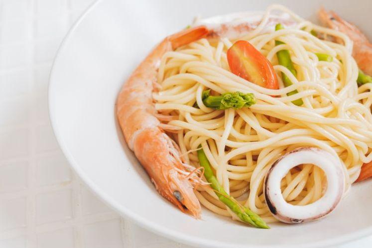 選用淡色餐盤能突顯食物本身的色彩,讓畫面更吸睛