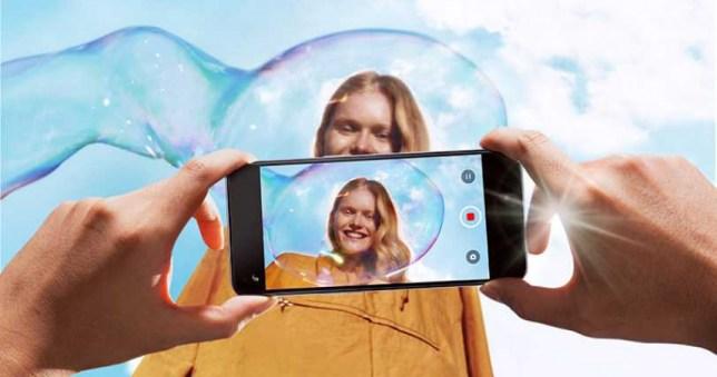 OPPO Reno5 具備AI錄影美顏功能,讓消費者在錄影的同時,也能拍出自然的客製化美顏效果。(圖/OPPO提供)