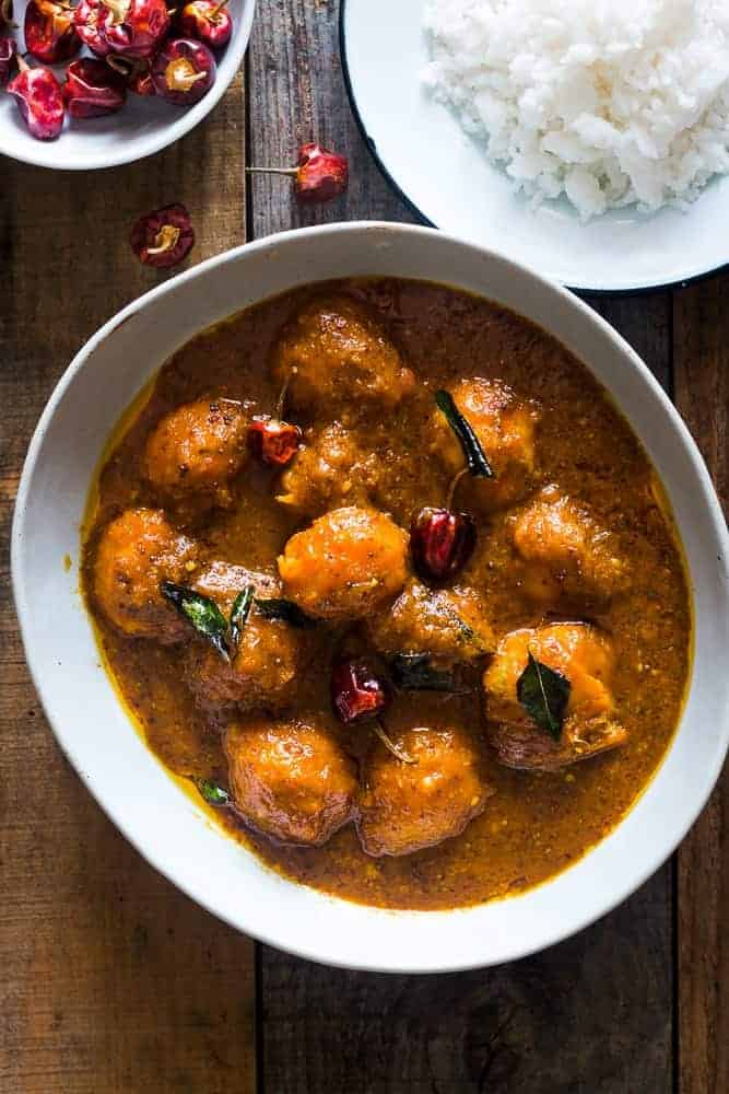 An authentic mangalorean style ripe mango curry which is a must try if you love combining sweet savoury flavours! This is a unique recipe from Southern India for every mango lover.