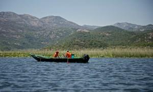 Местные рыбаки на озере