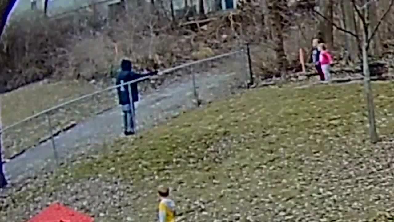 Parents scared after camera captures stranger offering cash to kids in backyard (WDAF)