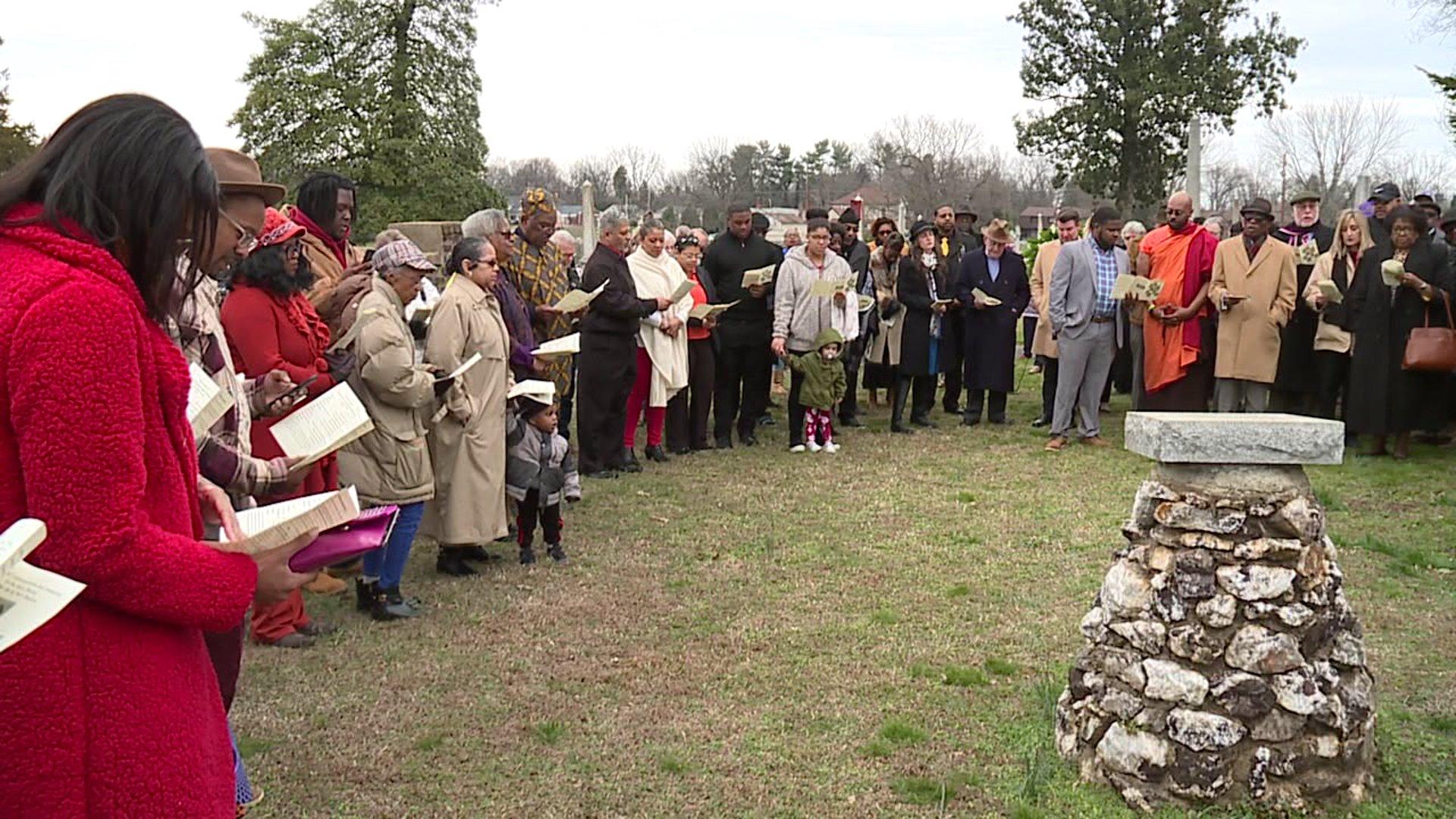 Lexington memorial service honors slaves