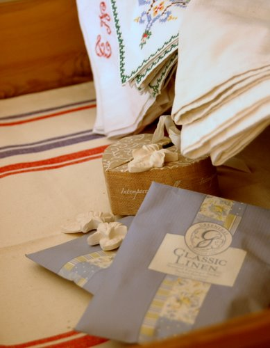 lining the drawer with cotton towl