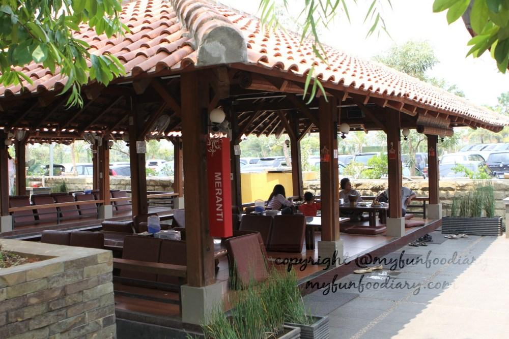 Taman Santap Rumah Kayu Serpong : Makan Enak Bonus Alam (3/6)