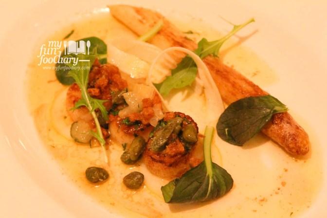 Pan Seared Hokkaido Scallop with White Asparagus
