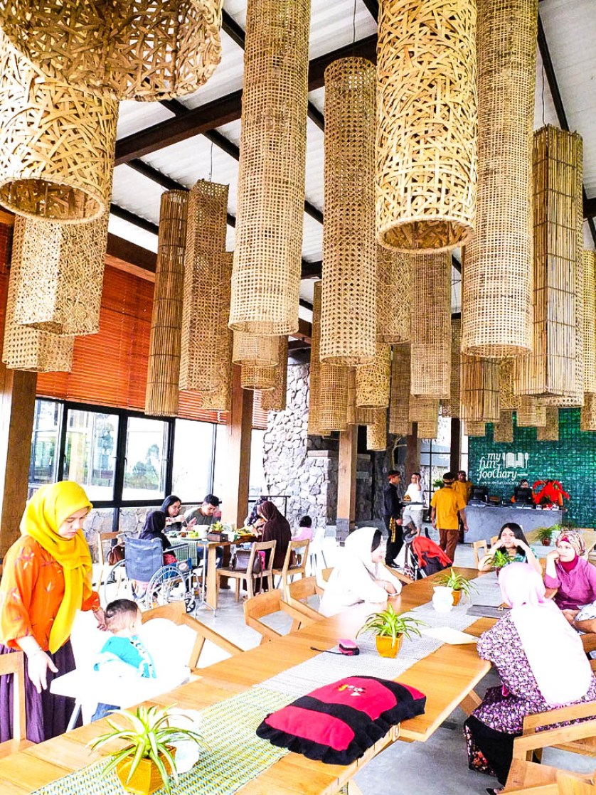 Indoor Cafe Burangrang
