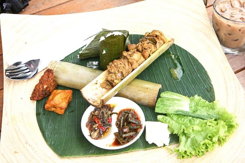 Ayam Bakar Bambu Betutu