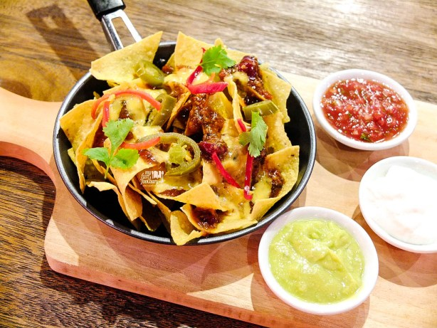 Nachos with Beef Chili Con Carne