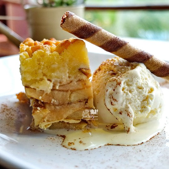 Apple Crumble Boka Buka Resto by Myfunfoodiary