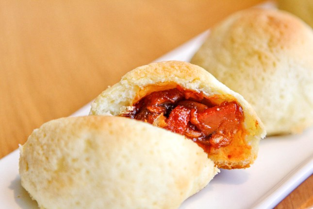 Baked Barbequed Pork Buns at MAD Jakarta by Myfunfoodiary