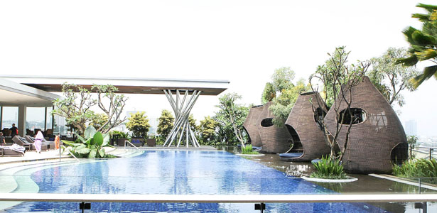 Pool Side at Fresco Restaurant Hilton Bandung by Myfunfoodiary-cover