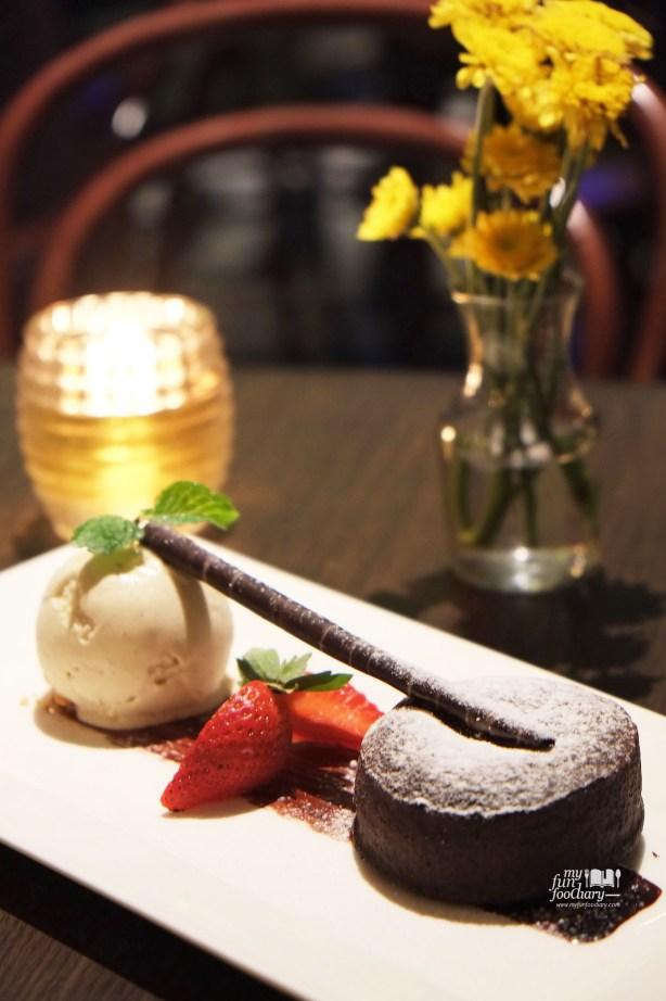Varlhona Dark Chocolate Fondant at Immigrant Dining Room by Myfunfoodiary 01