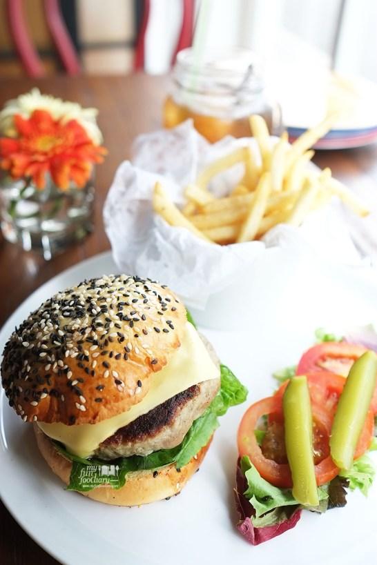 Entrada Hamburger at Entrada Restobar by Myfunfoodiary