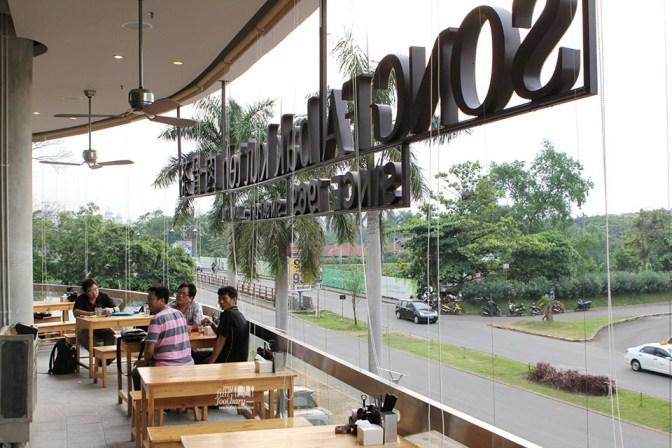 Suasana Outdoor di Song Fa Bak Kut Teh Jakarta by Myfunfoodiary