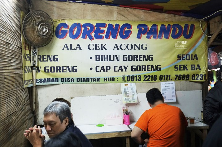 Suasana di dalam Nasi Goreng Pandu Cek Acong Bandung by Myfunfoodiary