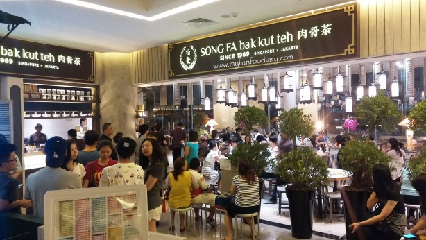 The Crowd and queue line at Song Fa Bak Kut Teh Jakarta by Myfunfoodiary