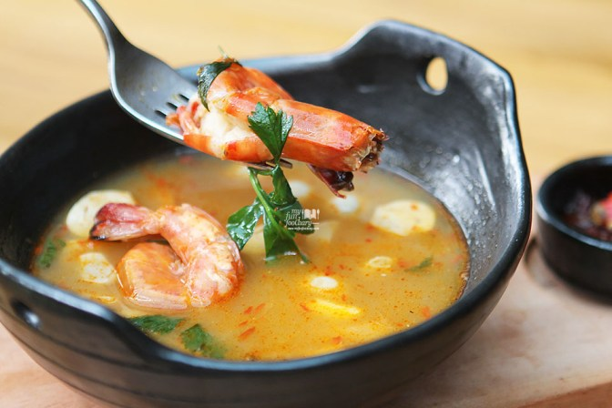 Tom Yam Kung at Locanda Food Voyager by Myfunfoodiary 02