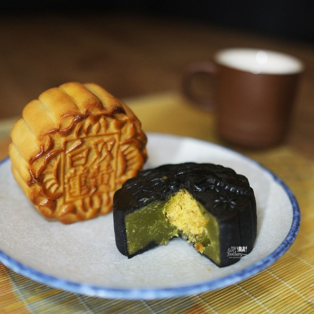 Bamboo Charcoal with Pandan and Coconut Moon Cake Special at JW Marriott Jakarta - by Myfunfoodiary