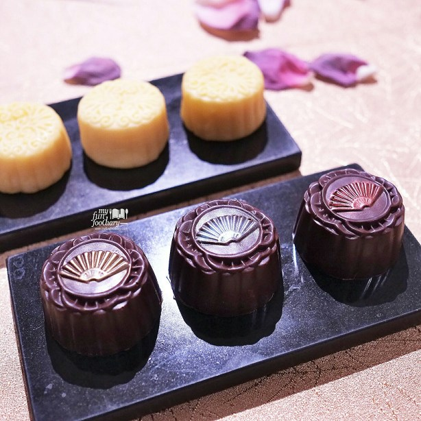 Choco and Egg Custard Moon Cake at Mandarin Oriental Jakarta by Myfunfoodiary