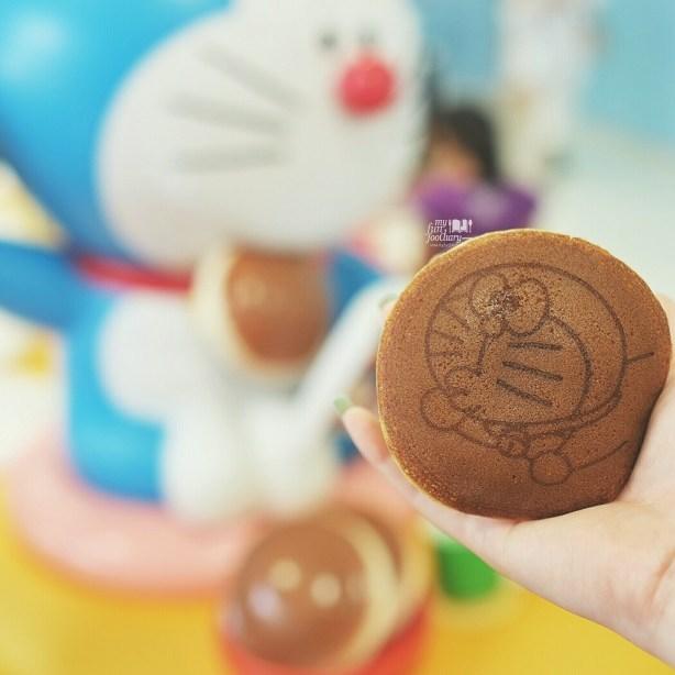 Mullie bought Doraemon Dorayaki at Fujiko F Fujio Museum - by Myfunfoodiary