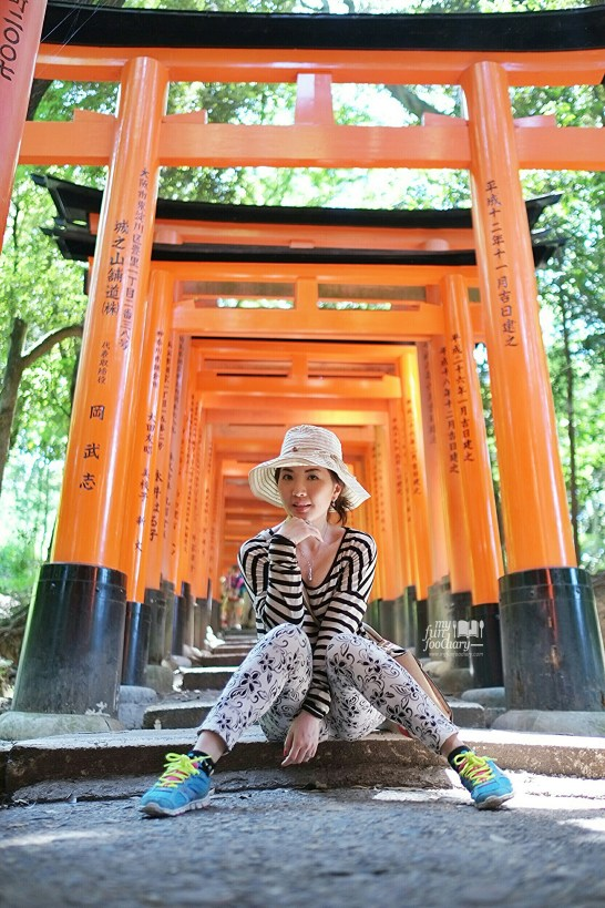 Mullie pose at Fushimi Inari-Taisha Temple - by Myfunfoodiary